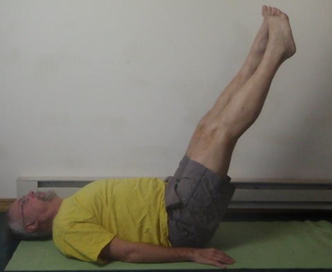 Coach John Hughes demonstrating Pilates circles exercise for core training for cyclists